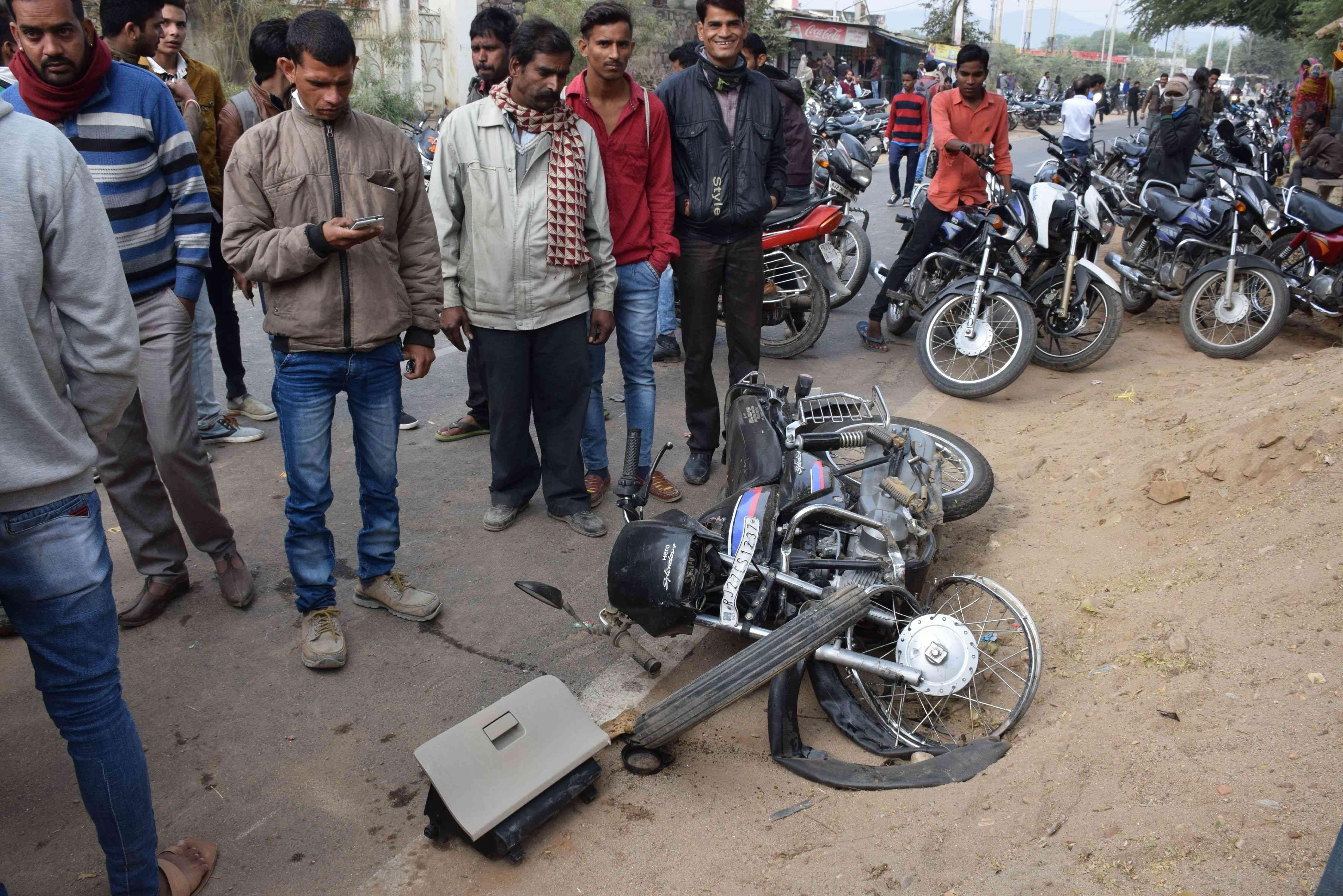 car bike accident badgaun chikalwas road udaipur