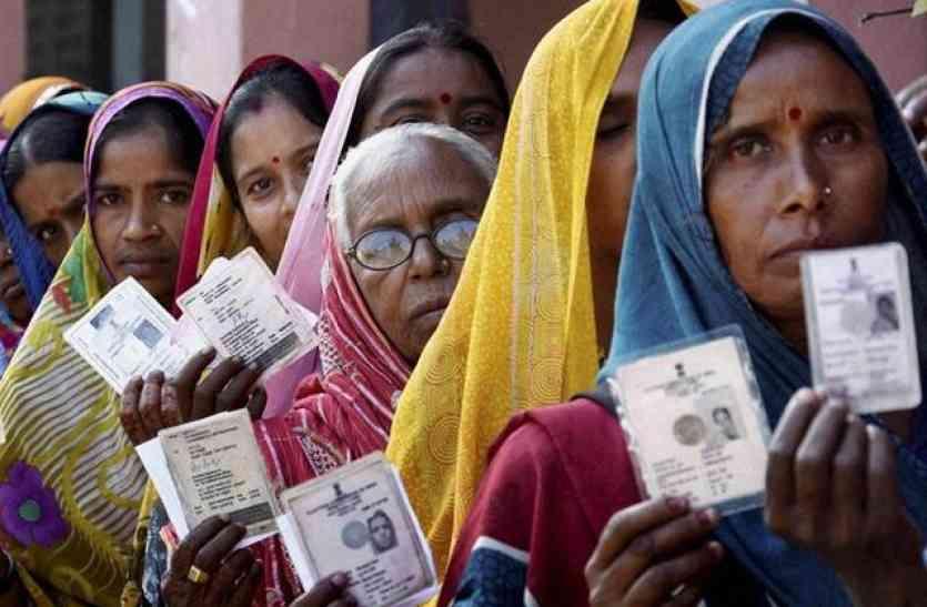 Gorakhpur bypoll: गोरखपुर उपचुनाव में घूंघट ने रख ली लाज, मतदान करने में आधी आबादी से पिछड़े पुरुष