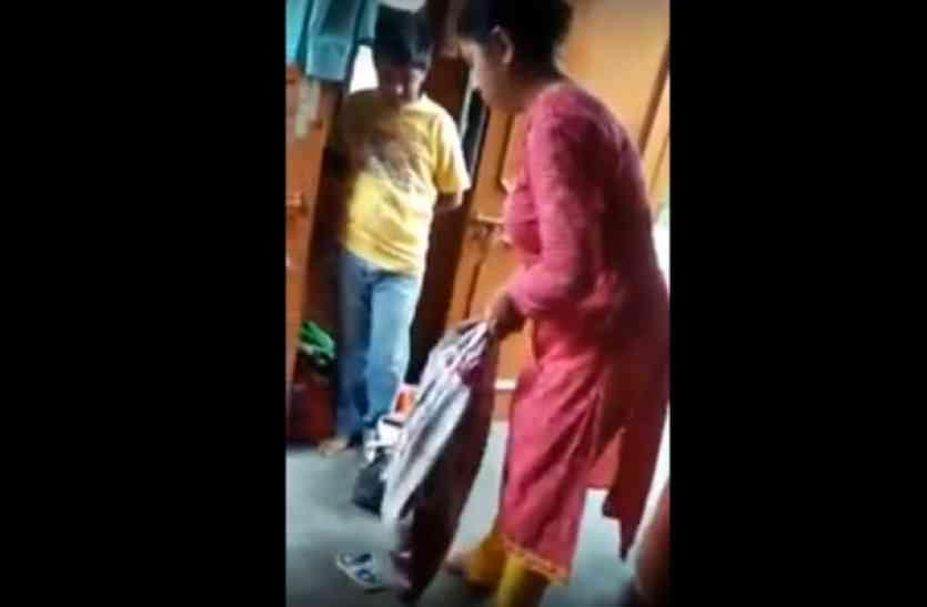 शर्मनाक...5 साल की मासूम बेटी को सौतेली मां ने बोरी में भरकर पीटा, वीडियो देख सहम जाएगा आपका दिल