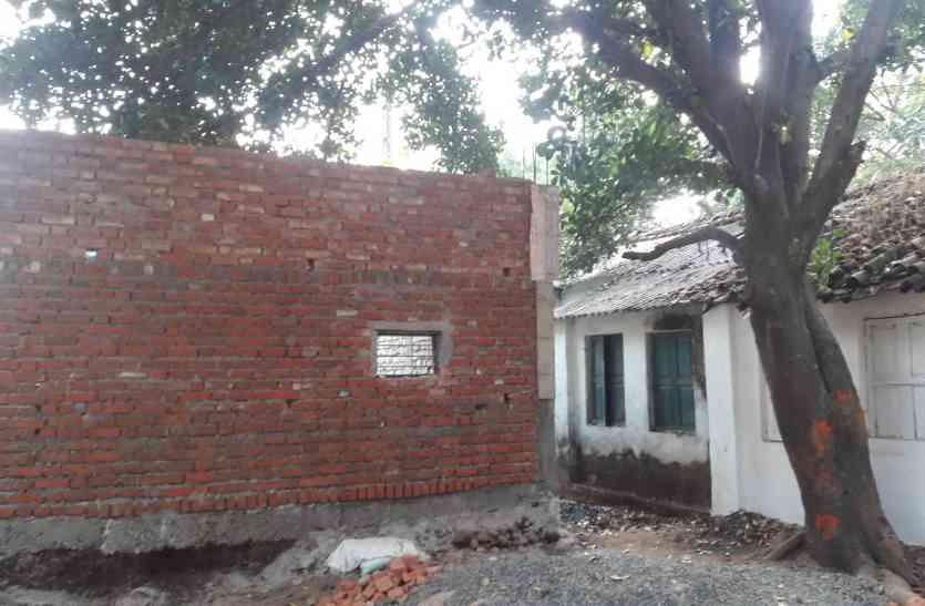 जलसंसाधन की जमीन पर बना दिया पीएम आवास