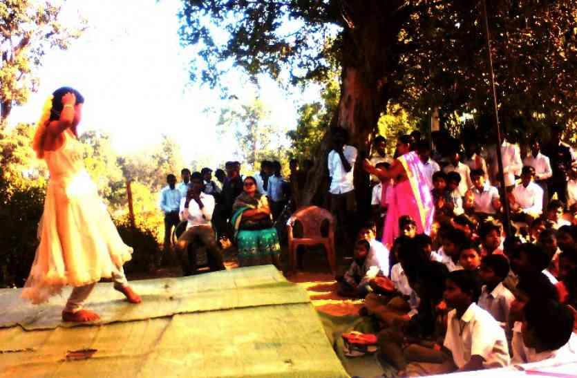 प्रतिभा पर्व पर विद्यार्थियों ने दिखाई प्रतिभा