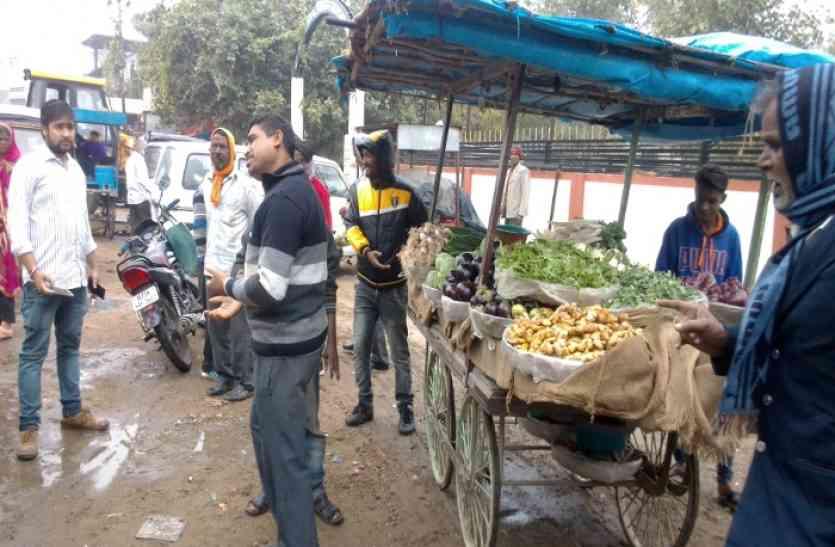 शहर की सरकार दिखाती है बंदर मदारी का खेल...कैसे जानिए इस खबर में