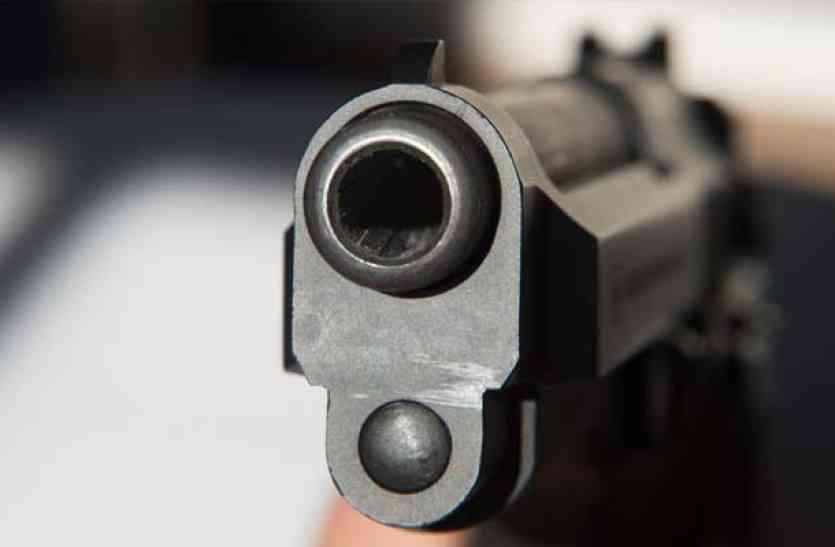 झारखंड में तैनात सीआरपीएफ के जवान की पत्नी की गोली लगने से मौत