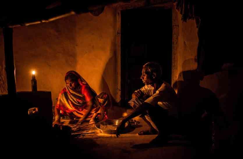 बदले मौसम में गुल हुई बिजली ने बिगाड़ी हालत, मेवल के 100 गांवों में दो दिन से बिजली गुल