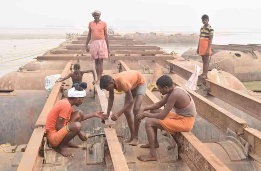 गंगा  के कटान में डूब गई 150 संस्थाओं की जमीन, माघ मेले से पहले जमीन को लेकर संतो पेंच