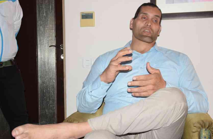 उदयपुर पहुंचे अंतरराष्ट्रीय रेसलर दी ग्रेट खली ने अपनेकॅरियर से जुड़े बताएं कई राज