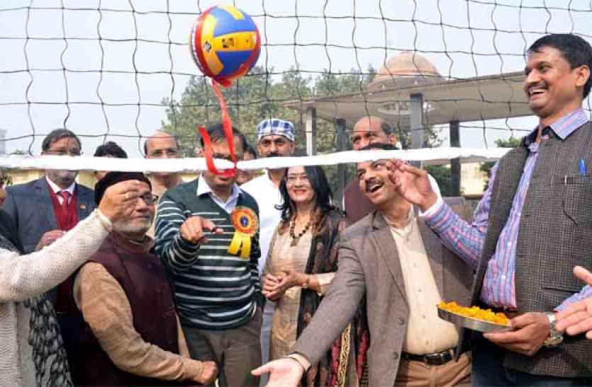 वॉलीबॉल प्रतियोगिता:  नेहरू क्लब ने मंजीर पट्टी को हराया