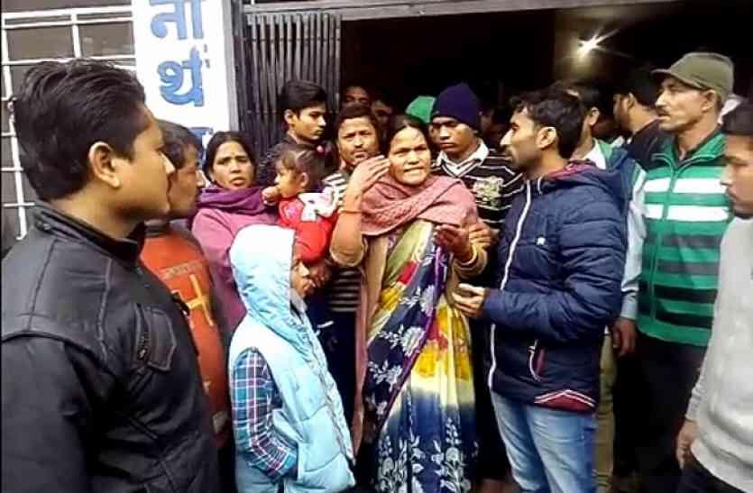 गर्माया मारपीट के बाद छात्र की मौत का मामला, स्कूल में परिजनों का हंगामा