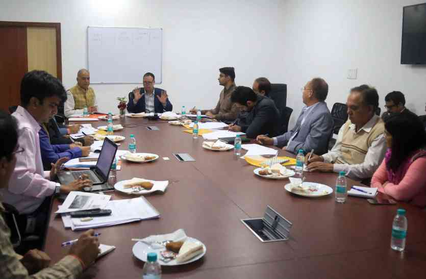 उदयपुर में स्मार्ट सिटी की बैठक में बोर्ड अध्यक्ष डॉ. मंजीतसिंह बोले...हेरिटेज कामों की रफ्तार बढ़ाओ, शहर में दोगुनी कर दो सिटी बसें