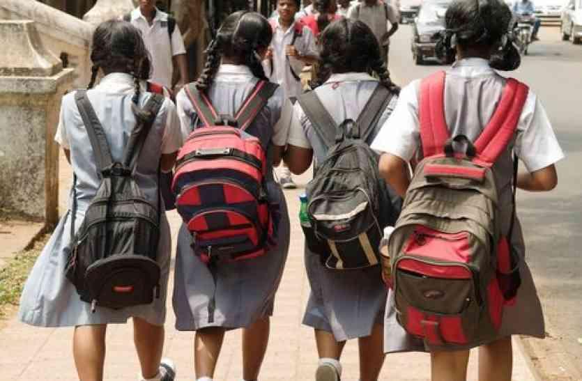 अपना स्कूल बचाने हाई कोर्ट पहुंचे 900 बच्चे