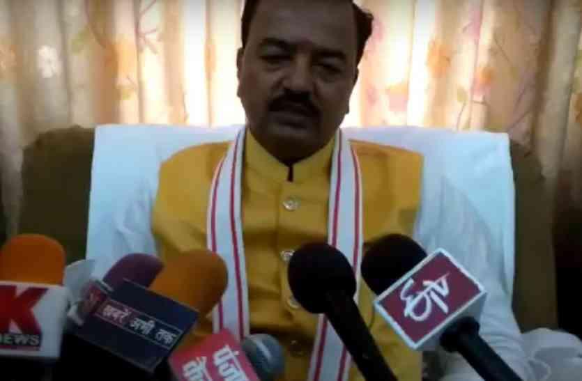 केशव प्रसाद मौर्य की अधिकारियों को बडी़ चेतावनी, कहा इनका भविष्य ठीक नहीं रहेगा