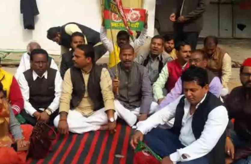 बिजली दरों के खिलाफ सपा ने शुरू किया आंदोलन