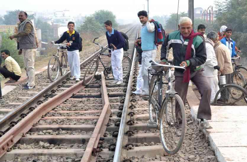 रेलवे के इस कदम से चरमराई शहर की व्यवस्था, आधे से ज्यादा शहरी चल रहे पैदल, विकल्प खोजने में जुटा प्रशासन