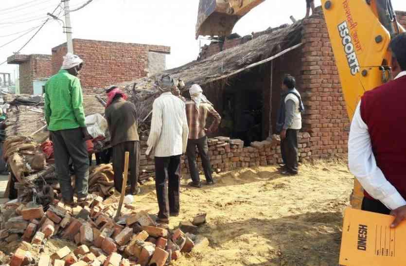 अतिक्रमण हटाने गई प्रशासन की टीम, ग्रामीणों ने लगाया ऐसा आरोप कि अधिकारी रह गए सन्न