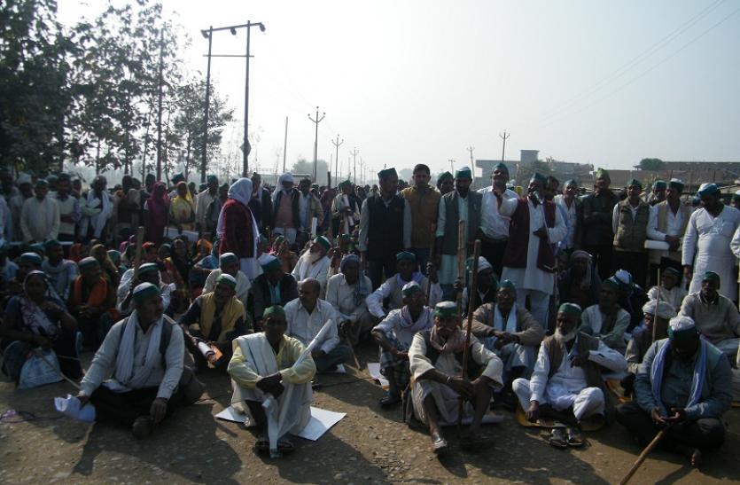 मांगें पूरी नहीं होने पर सड़क पर उतरा भारतीय किसान यूनियन, नौगढ़- बांसी मार्ग पर लगाया जाम
