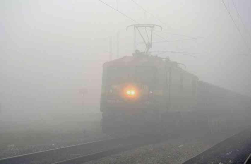 ट्रेनों को लगी सर्दी, एक्सप्रेस हुई लोकल