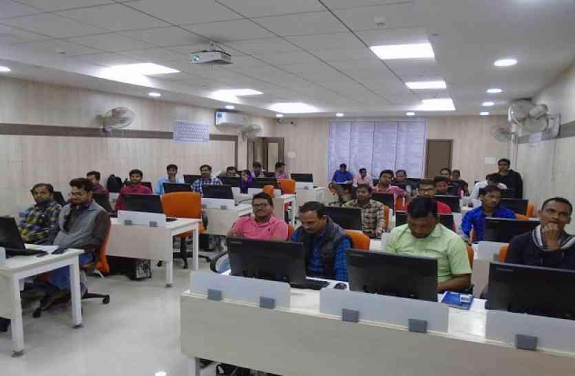 ऑनलाइन सेवाओं के लिए सीएचसी संचालकों को दिया प्रशिक्षण