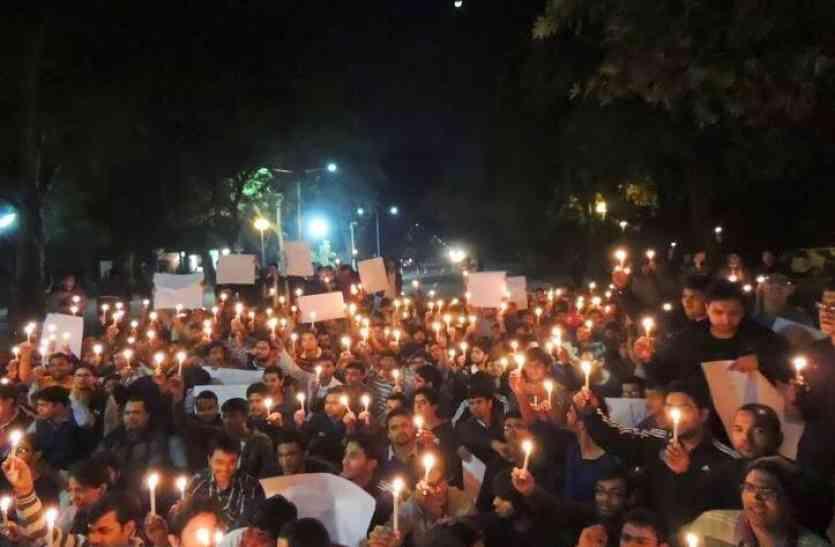पायलट  और डूडी मिले डॉक्टर्स से, यूं निकाला सरकार के खिलाफ कैंडल मार्च