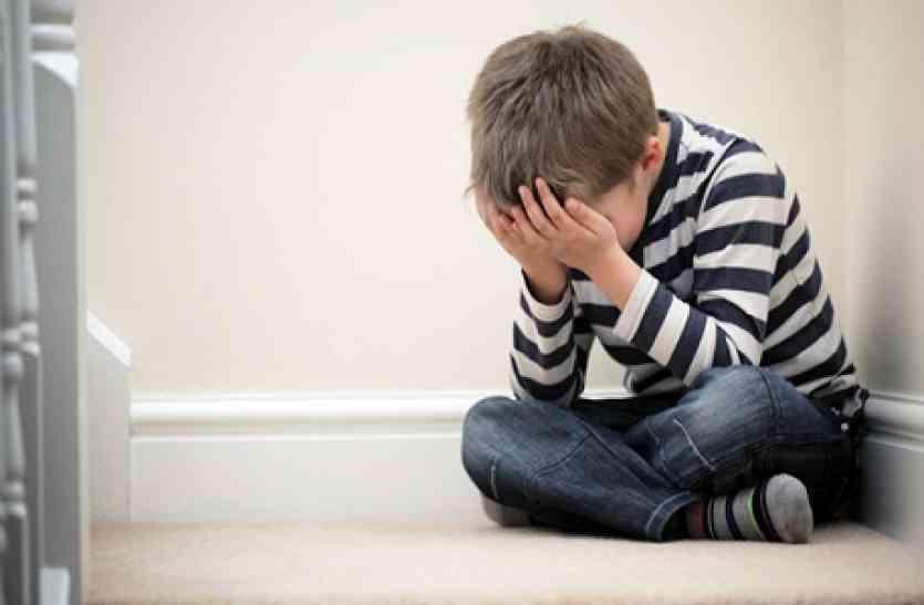 सावधान! 4 संकेत, जिनसे मालूम होता है कि आपका बच्चा STRESS से गुज़र रहा है