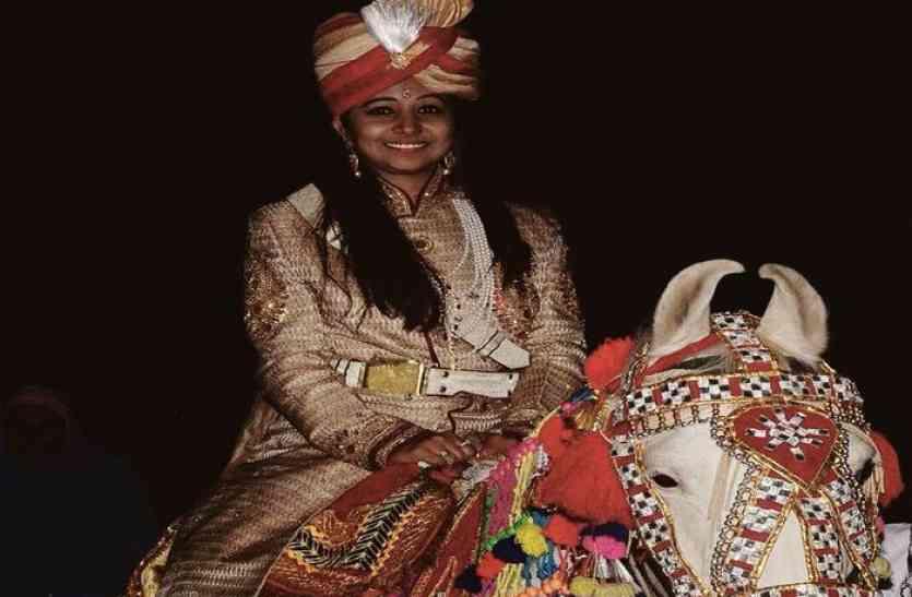 PHOTOS : घोड़ी पर बैठी ये दुल्हन हैं सीकर की जिला प्रमुख, अपनी शादी में जमकर नाचीं