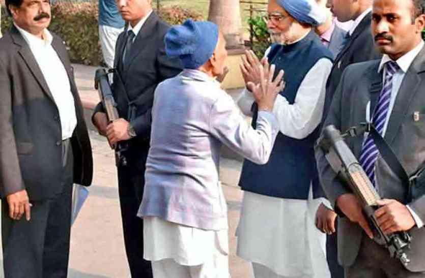 आखिर राजकोट में बुजुर्ग ने ऐसा क्या कहा कि मनमोहन सिंह ने जोड़ लिए हाथ?