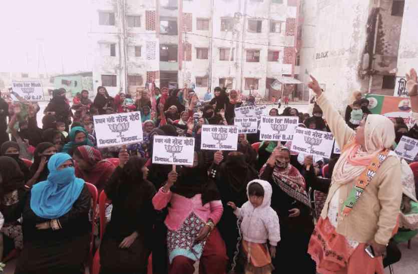 बुर्का नसी महिलाओं ने कहा- तीन तलाक मुद्दे पर हम पीएम मोदी के साथ