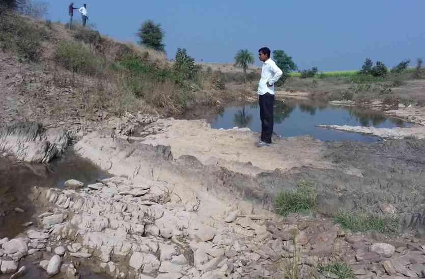 जल संरक्षण के लिए भरी नींव, उपेक्षा के चलते नींव बनकर ही रह गई