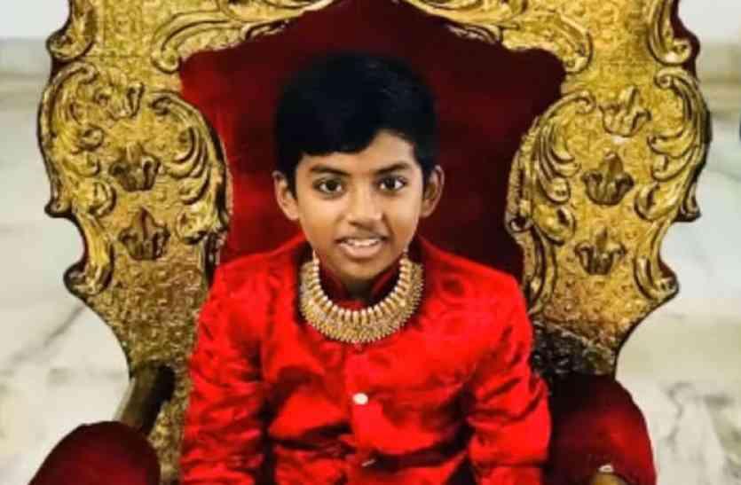 इकलौता बेटा 13 साल की उम्र में बना संयासी, 70 दिनों में की 20 हज़ार किमी पैदल यात्रा