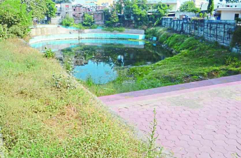 तालाब की सेहत ठेकेदार, आरटीआई एक्टिविस्ट और झील प्रकोष्ठ के बीच उलझी