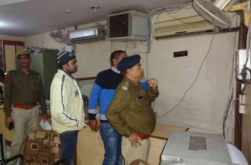 केश डिपोजिट मशीन तोड़ 73 हजार रुपए पार, कैमरे में कैद हुआ पूरा घटनाक्रम