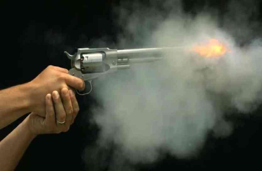 यूपी में बेखौफ बदमाशों का आतंक, पुलिस पर की गोलियों की बौछार