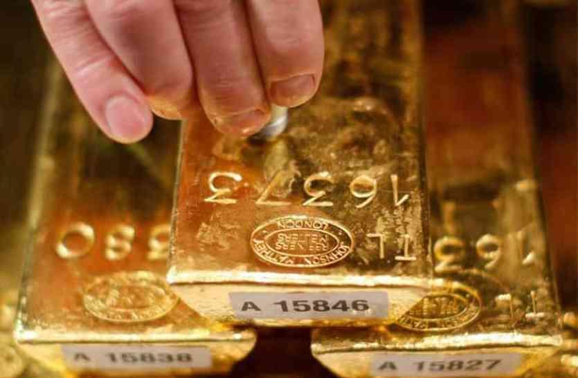 100 रुपए सस्ता हुआ सोना, चांदी में 200 की तेजी