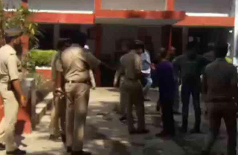 न्यायालय परिसर से वांछित अपराधी पुलिस अभिरक्षा से फरार, मचा हड़कंप