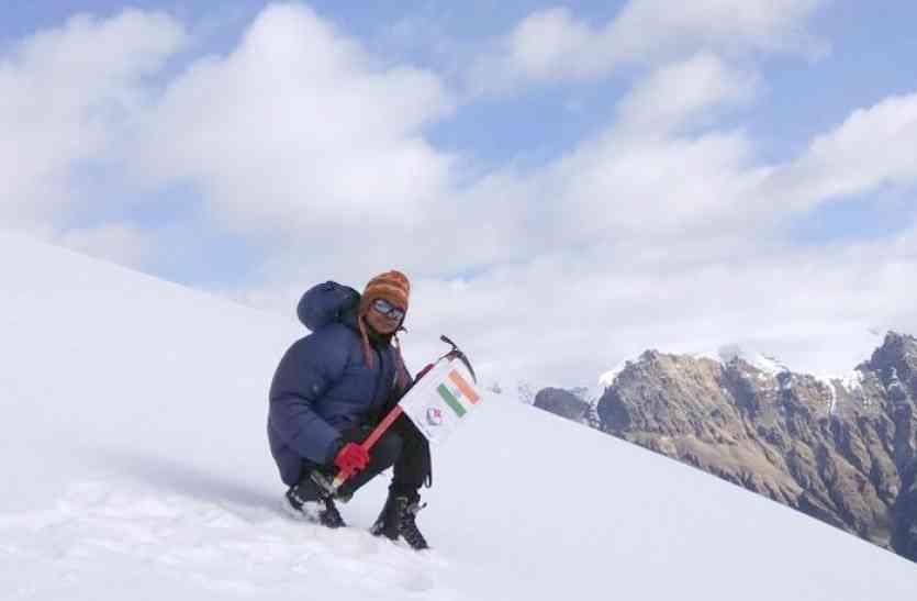 नक्सलगढ़ की बेटी ने डर को बनाया पैशन, माउंटेन भागीरथी-2 पर्वत पर तिरंगा फहराकर बनाया इतिहास