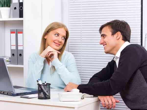 signs-that-your-office-collegue-likes-you