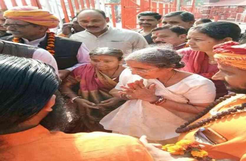 प्रधानमंत्री नरेंद्र मोदी की पत्नी जसोदाबेन को नही मिली संगम नगरी में गंगा आरती की इजाजत