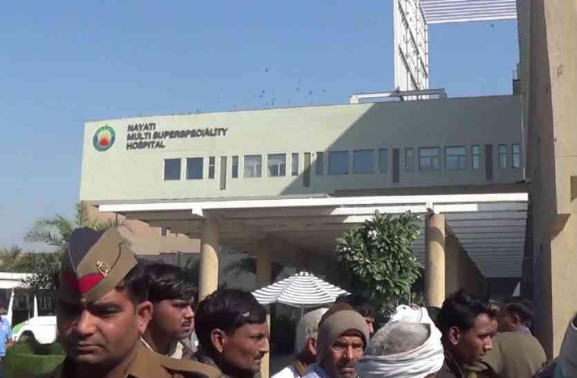 इलाज के दौरान घायल युवक की मौत, अस्पताल पर किडनी निकालने का आरोप