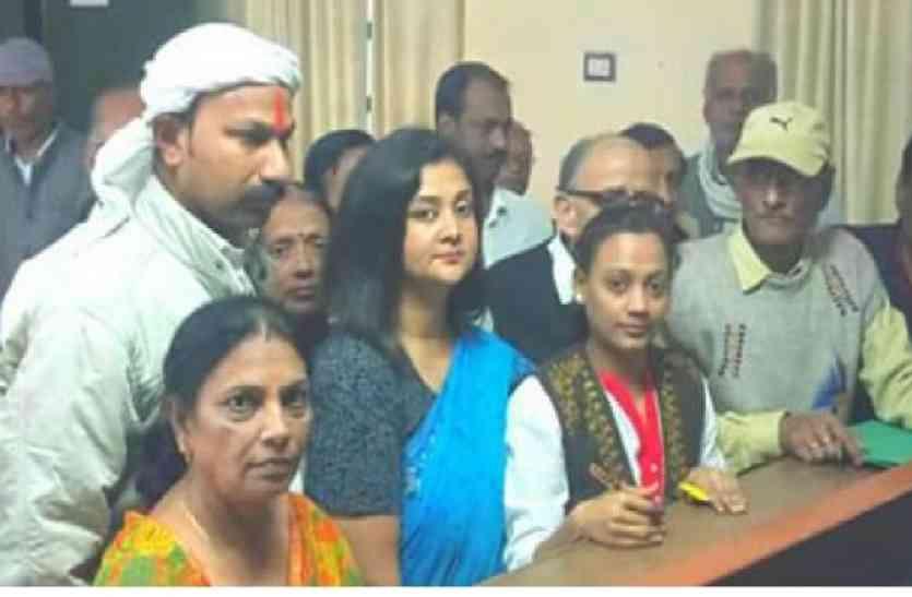 नगर निगम उपचुनाव के लिए कांग्रेस प्रत्याशी अंकिता ने दाखिल किया नामांकन
