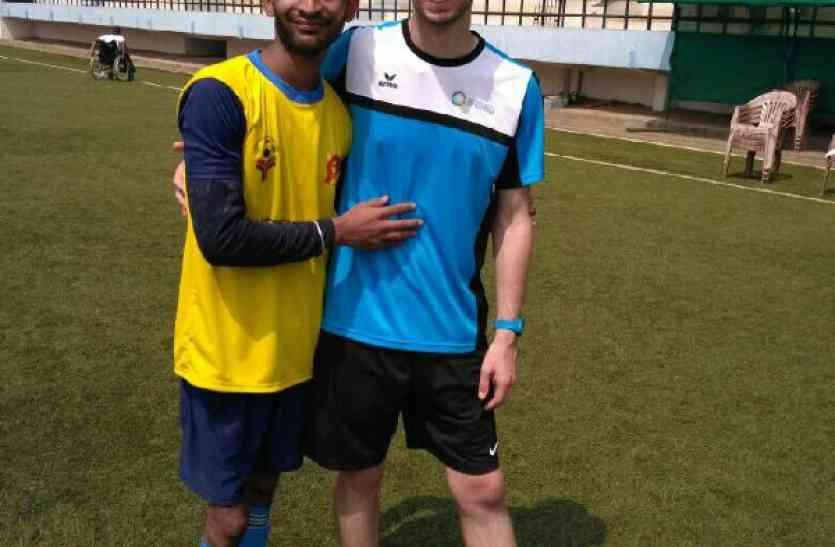 पोलियो ने पैर छीना तो क्या हुआ, बार्सिलोना में फुटबॉल खेलेगा ये खिलाड़ी