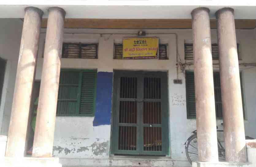 शर्मनाक : अयोध्या में मंदिर के पुजारी पर लगा छात्रा के साथ अश्लील हरकत करने का आरोप