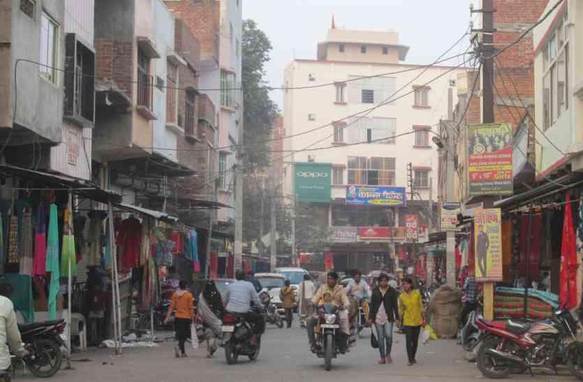 शहर की रिहायशी बस्तियों में सजे बाजार