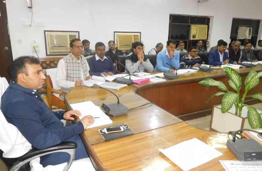कुशीनगर सीएमएस का वेतन रोका, महराजगंज सीएमओ को नोटिस