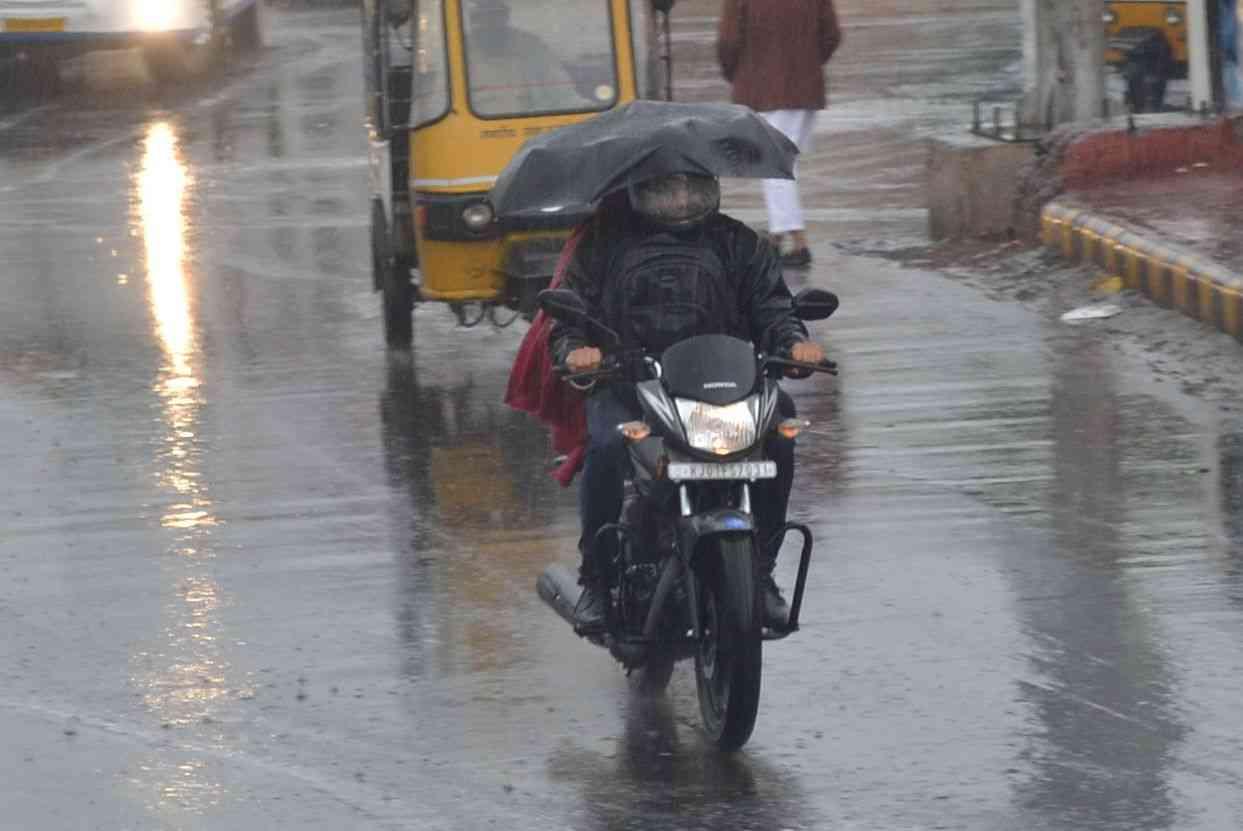 rain in winter season temperature decreases day by day