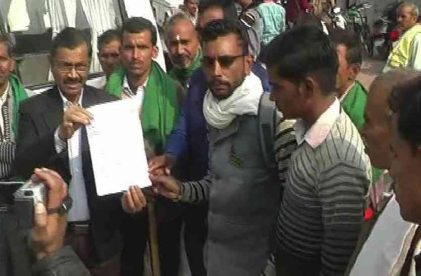 ग्रामीणों ने कलेक्ट्रेट पहुंचकर रसीदपुर गांव की उठाई आवाज