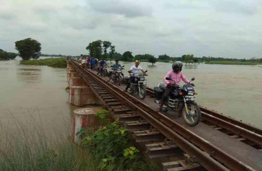 indian railway: दुर्घटनाग्रस्त होने से बची शक्तिपुंज एक्सप्रेस, पुल पर ट्रेन के सामने आ गई मोटरसाइकिल