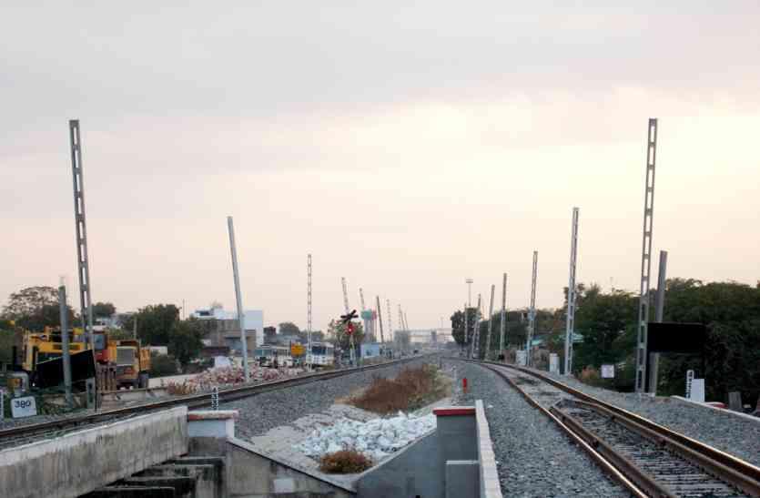 अगले साल रेलवे की यह सुविधा बढ़ा देगी आपकी रफ्तार... पढ़े यह खबर...