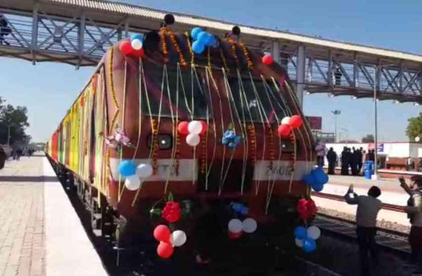 कभी चलती थी 26 ट्रेन,अब सूनी पटरियों पर सुविधा को तरस रहा है सीकर