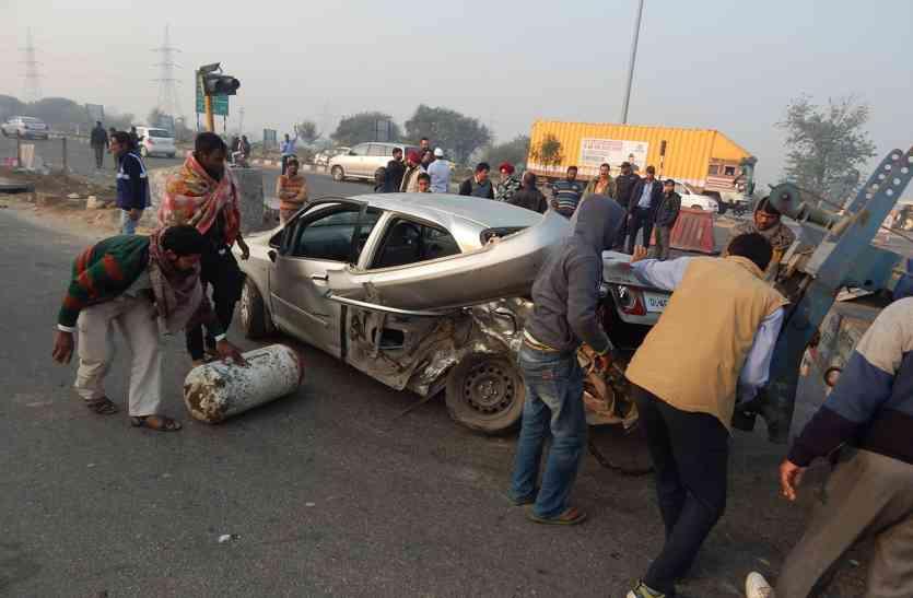 शोक व्यक्त करने जा रहे लोगों की कारों के टकरा जाने से 3 की मौत, 2 घायल