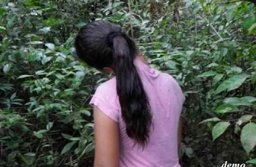 पेड़ पर लटकी मिली रेप पीडिय़ा की लाश, हाथ पर लिखा था मैंने आत्महत्या की है, घटना के बाद सहमे लोग
