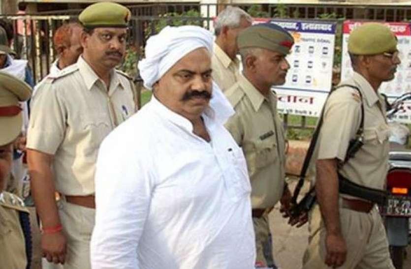 यूपी के जेल से चल रहा माफियाराज, देवरिया जेल बैरक में बाहुबली ने सामने पिटवाया बिल्डर को, पिस्टल सटाकर...